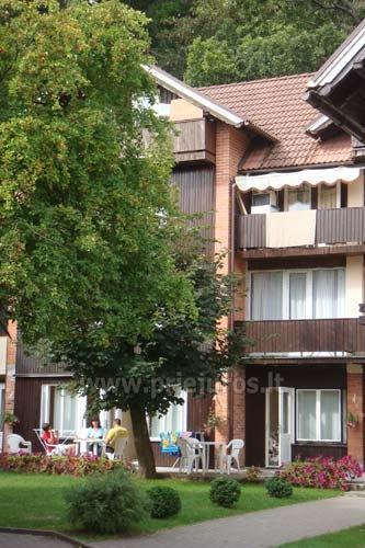 Pas Valentiną: apartamentai 1 a.,kiemelis,terasa su staliukais, Wi-Fi - 2