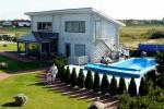 Pirtis ir lauko baseinas poilsio namuose Šventojoje