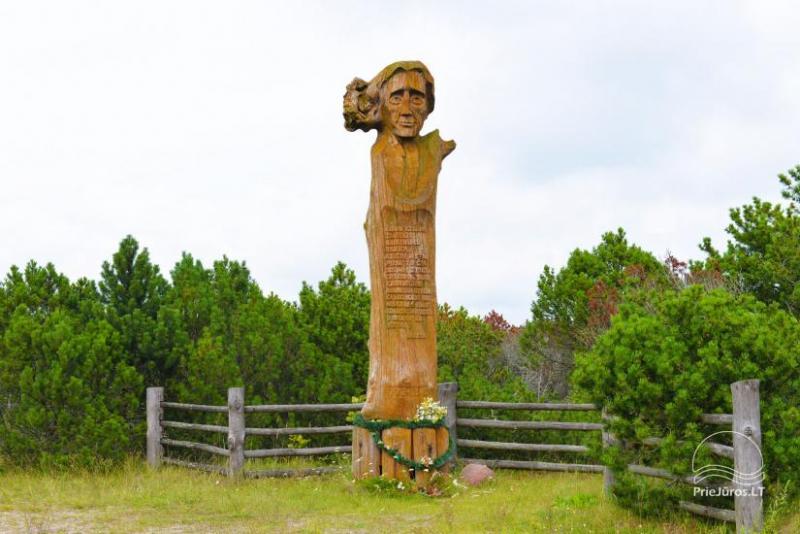 Liudviko Rėzos skulptūra netoli Pervalkos