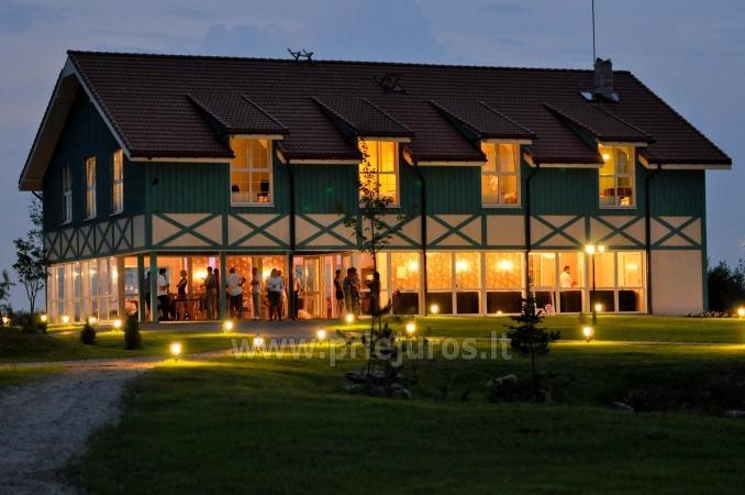 Pirtis, salė, šildomas baseinas ir nakvynės kambariai Daugėlų sodyboje šalia Klaipėdos Župė
