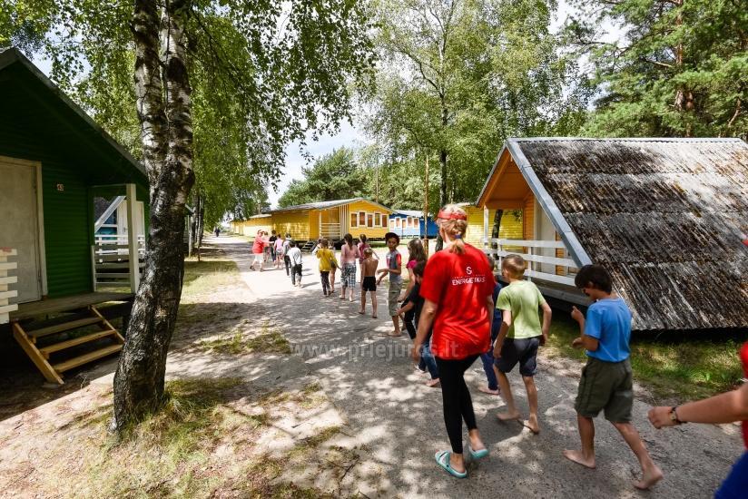 Vaikų vasaros stovykla ant jūros kranto - 9