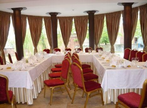 Konferenču ir banketu zāle viesu mājā Pirkliu brīvdienu mājas