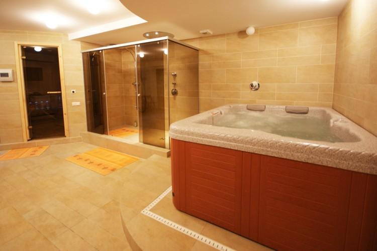 Pirtis su džiakuzi vonia. Apartamentai Palangoje Jūros apartamentai