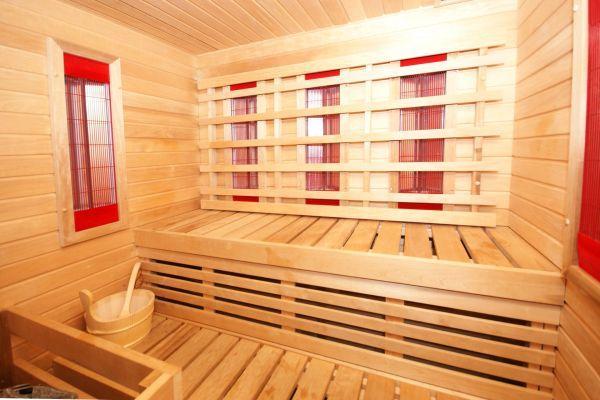 Pirtis ir sūkurinė vonia svečių namuose Van-Vila