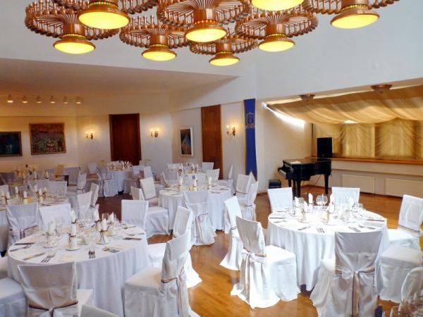 Organisation von Veranstaltungen im Villa Auska *****