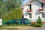 Privaten Hof mit einem Garten, Gartenmöbel, Pergola, Kinderspielplatz, PKW-Parkplatz - 4
