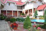 Privaten Hof mit einem Garten, Gartenmöbel, Pergola, Kinderspielplatz, PKW-Parkplatz - 6