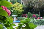 Privaten Hof mit einem Garten, Gartenmöbel, Pergola, Kinderspielplatz, PKW-Parkplatz - 18