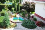 Privaten Hof mit einem Garten, Gartenmöbel, Pergola, Kinderspielplatz, PKW-Parkplatz - 20