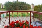Privaten Hof mit einem Garten, Gartenmöbel, Pergola, Kinderspielplatz, PKW-Parkplatz - 25