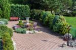 Privaten Hof mit einem Garten, Gartenmöbel, Pergola, Kinderspielplatz, PKW-Parkplatz - 7