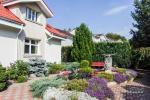 Privaten Hof mit einem Garten, Gartenmöbel, Pergola, Kinderspielplatz, PKW-Parkplatz - 9